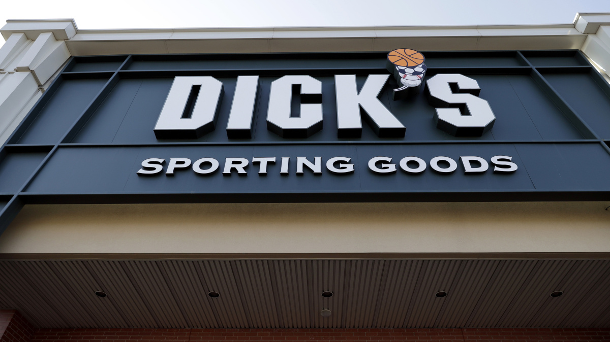 305634ab971 Dick s Sporting Goods to remove even more guns from shelves - Portland  Press Herald