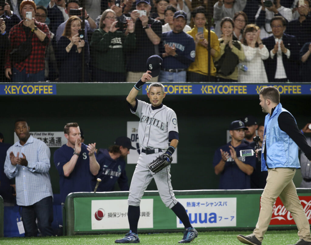 Ichiro Suzuki waves to spectators while leaving the field for defensive substitution in the eighth inning Thursday at Tokyo Dome. Suzuki announced his retirement after the game between the Seattle Mariners and Oakland Athletics. (AP Photo/Koji Sasahara)