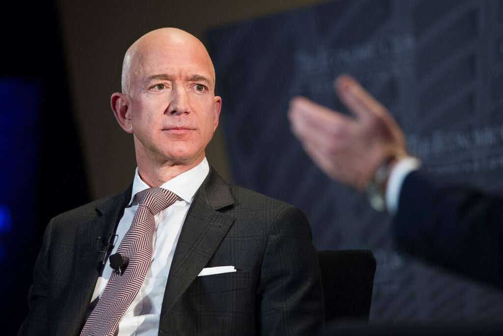 The Wall Street Journal reports that the National Enquirer's publisher paid $200,000 to obtain intimate texts between Amazon CEO Jeff Bezos, shown in September, and his mistress Lauren Sanchez.