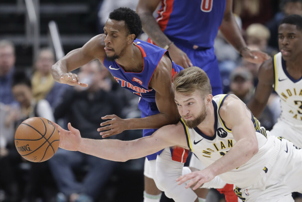 Detroit's Ish Smith, left, and Indiana's Domantas Sabonis battle for a loose ball during the Pacers' 111-102 win Monday in Indianapolis.