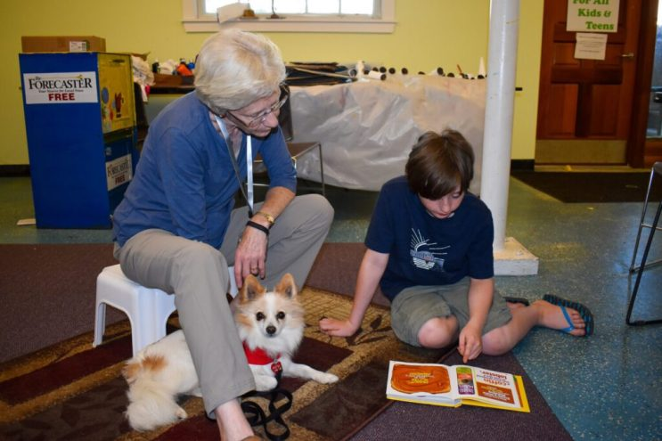 Therapy dogs make good listeners for Brunswick library's young readers | The Times Record