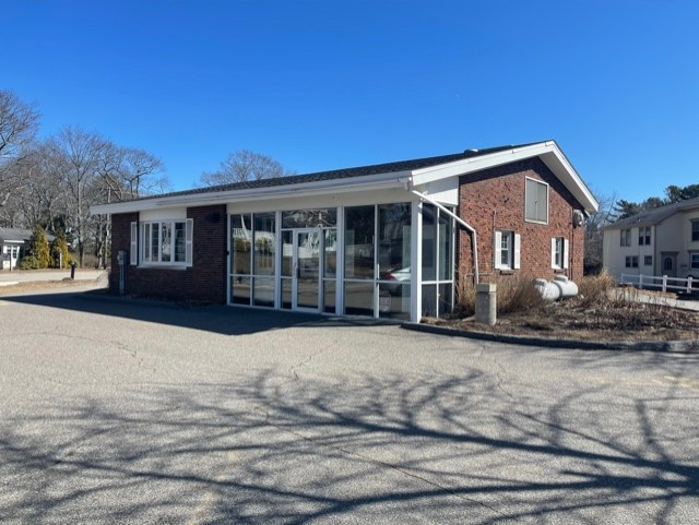 May 4, 2021: 1234 Shore Rd., Cape Elizabeth is offered for lease by Malone Commercial Brokers.